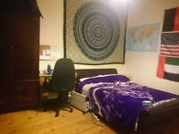 Spacious double room in shared flat Tollcross available June and July