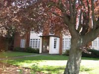 Surbiton one bedroom flat, close to station, sunny with beautiful gardens
