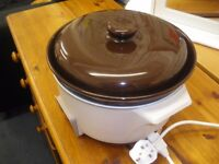 CERAMIC SLOW COOKER - NEW LOWER PRICE (WAS £12)