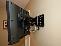 INSTALLATION TV AND BRACKETS ON WALL