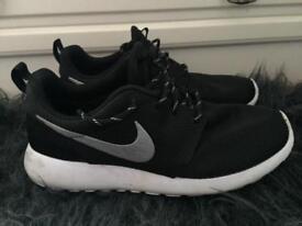 Size 5 Nike Roche Women's