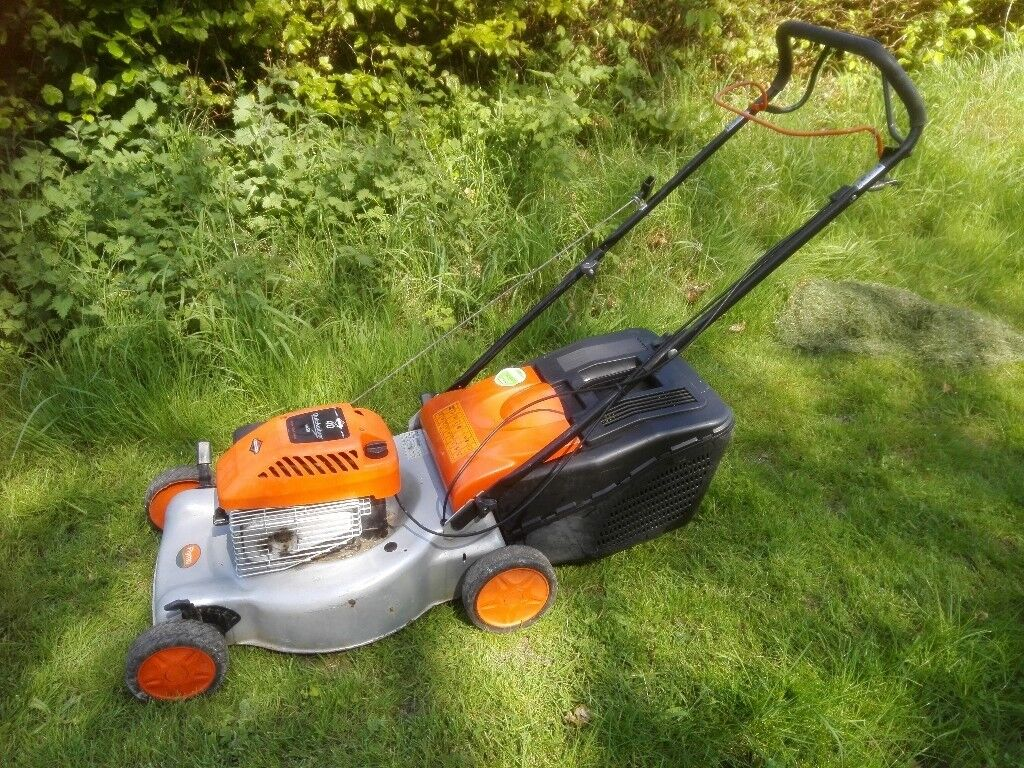 Self Propelled Petrol Mower Husqvarna Flymo Servicedin Dartford, Kent - Self Propelled Petrol Mower Husqvarna Flymo Serviced Large 46cm Cut Large Grass Collector Good working order Superior Briggs and Stratton Engine Top quality Sweden Husqvarna make (badged Flymo) Collect DA4