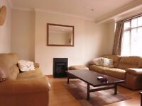 AVAILABLE PERFECT FOR SHARERS OR A FAMILY!!Roehampton, London, SW15
