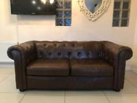 STUNNING LARGE CHESTERFIELD 2 SEATER CLUB SOFA - BROWN LEATHER