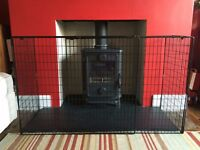 Extendable Metal Fire Guard in Black