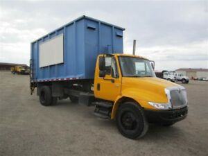 2005 International 4200 DUMP W/HYD TAILGATE