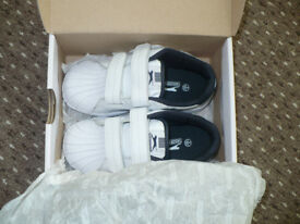 Slazenger trainers/ shoes size 9 (EU 26.5), boy/ girl. Brand new with box.