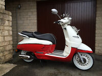 NEW Peugeot Django Evasion (50cc) retro vintage style scooter.(Vespa look alike) Reg.2017.Red/White