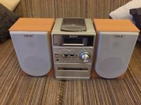 Sony CD/Radio/Tape soundsystem with speakers and control
