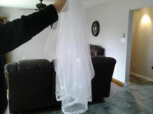 white triple-tier finger tip veil- $25.00 Peterborough Peterborough Area image 3