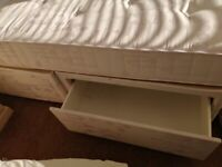 Double bed with 4 drawers