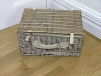 Quality Regency Whicker Picnic Basket With Leather Handles /Straps
