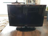 Samsung 32 inch TV with freeview and remote control