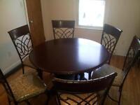 table neuve avec 6 chaise