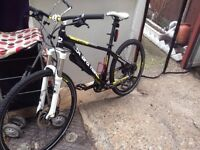 boardman hybrid road bike hydraulic disc brakes lock forks light weight bargain