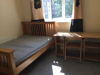 Good size double room available in Putney,All inclusive