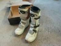 Kid motocross boots size 4