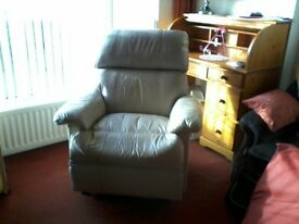 LEATHER RECLINER CHAIR COLOUR BEIGE IN EXCELLENT CONDITION