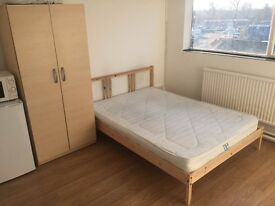 Furnished double rooms available near to Morden Road Tram-link Stop