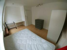 No deposit! Room in Pimlico, very close to station!Available now