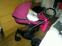 Quinny carrycot in pink passion