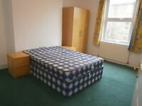In Quality House Double Room Share 2 Bath Sitting Room Kitchen Door Garden Very Near Tube Bus Shops