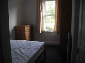 A double room available in student house in Lower Oldfield Park £395pm