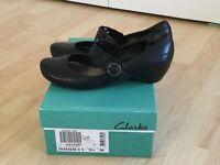 Clarks women's shoes size 5