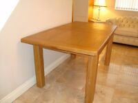 BRAND NEW MEDIUM OAK EXTENDING DINING TABLE TOP OF THE RANGE COST £585 UNUSED ONLY £120