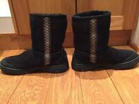 Ugg boots size 6 - limited, discontinued by Ugg