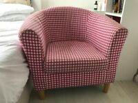 Red/natural check tub chair