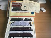"Hornby R2436 ""The Pines Express"" Train Pack - 34043 Combe Martin and 3 Coaches"