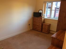@@LOVELY CLEAN DOUBLE ROOM IN QUIET GROUND FLOOR FLAT WITH ONE OTHER WOMAN - THE RYDONS@@
