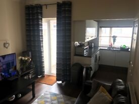 Room available in 3 bed house female house share
