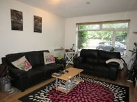 Fantastic 1 Double Bedroom Flat In The Heart Of Raynes Park With Its Transport Links And Amenities