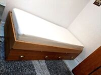 Single bed with memory foam Ergoflex mattress, wooden frame and storage drawers