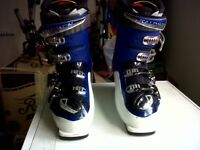 Mens Salomon Ski Boots. Used Once. Size 11.