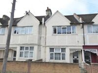 Large Four double bedroom house in Tooting Broadway- minutes from the tube!