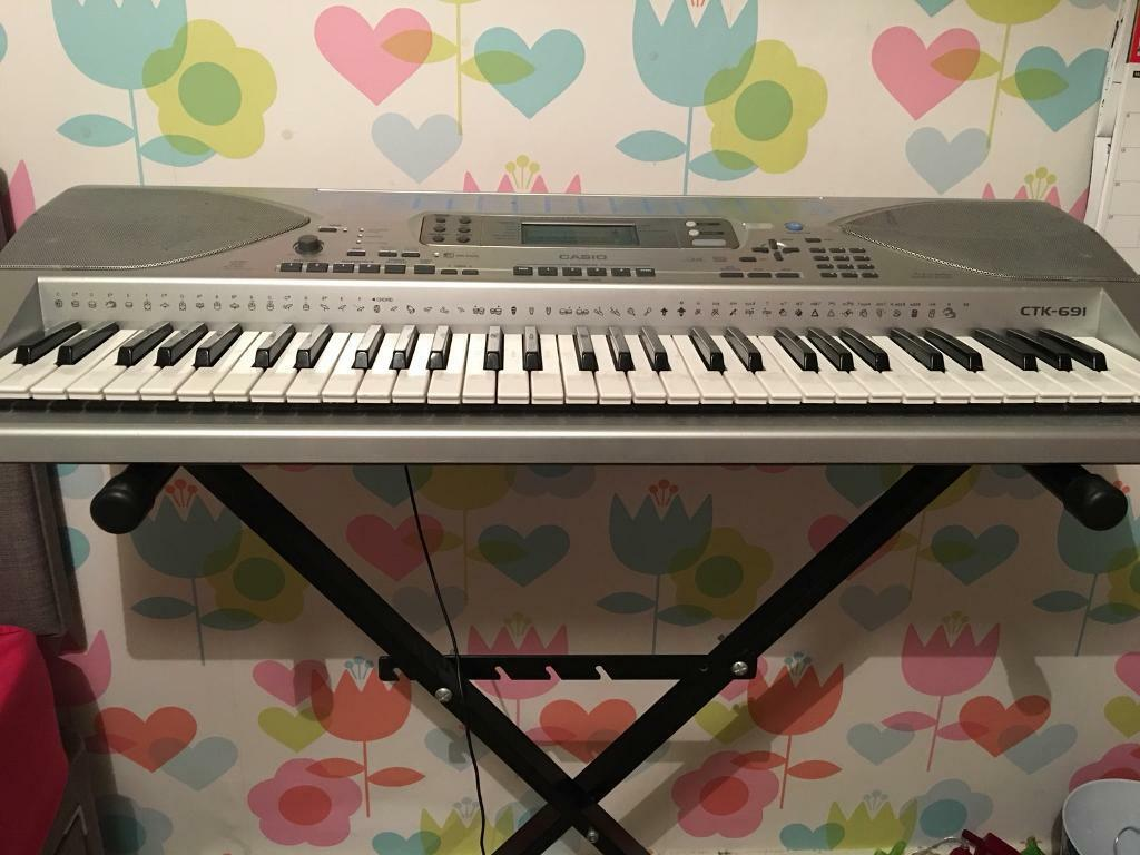 SALE !! Casio electronic keyboard & stand VGC