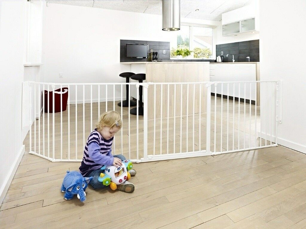 Baby Dan XL safety room divider safety gate hearth gate in Downend