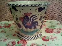 LOVELY CERAMIC PLANT POT,VERY GOOD CONDITION