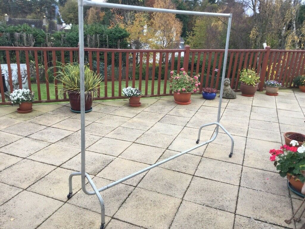LARGE QUALITY METAL CLOTHES RAIL 180x157 CM DOES COME APART EXCELLENT CONDITION — CAN DELIVER ELGIN