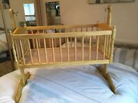 Swinging crib excellent condition