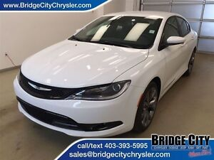 2016 Chrysler 200 S Package! Heated Seats and Hyper Black Alumin
