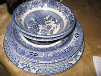 Willow Pattern Plates and bowl