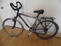CITY BIKE / ADVENTURE TOURING BIKE. Wheels 700c, Front Suspension, Specialised