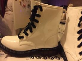 White boots brand new for woman's