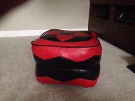pouffe retro; red and black on wheels