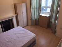 BRIGHT DOUBLE ROOM AT FERNDALE RD. FULLY EQUIPPED HOUSE. LOW MOVE IN COSTS. SAFE NEIGHBOURHOOD