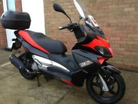 Aprilia SR MAX 125, very low milage, practically like new fantastic looking Italian scooter.